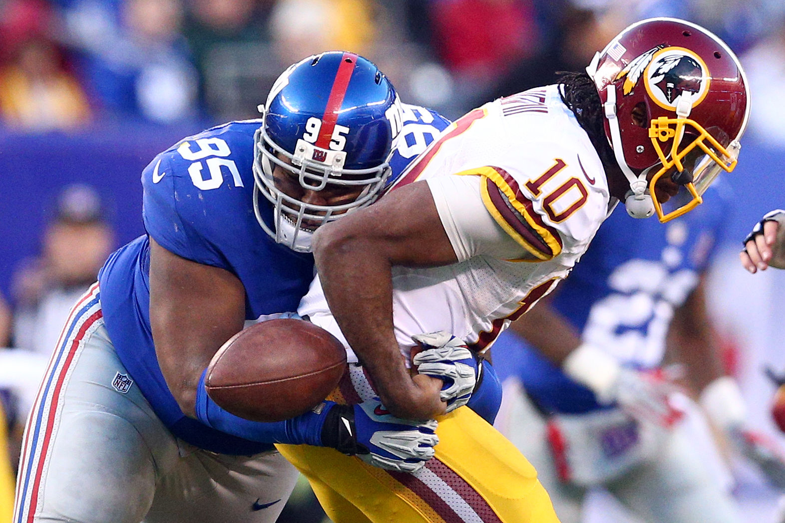 Johnathan Hankins forces a Robert Griffin III fumble