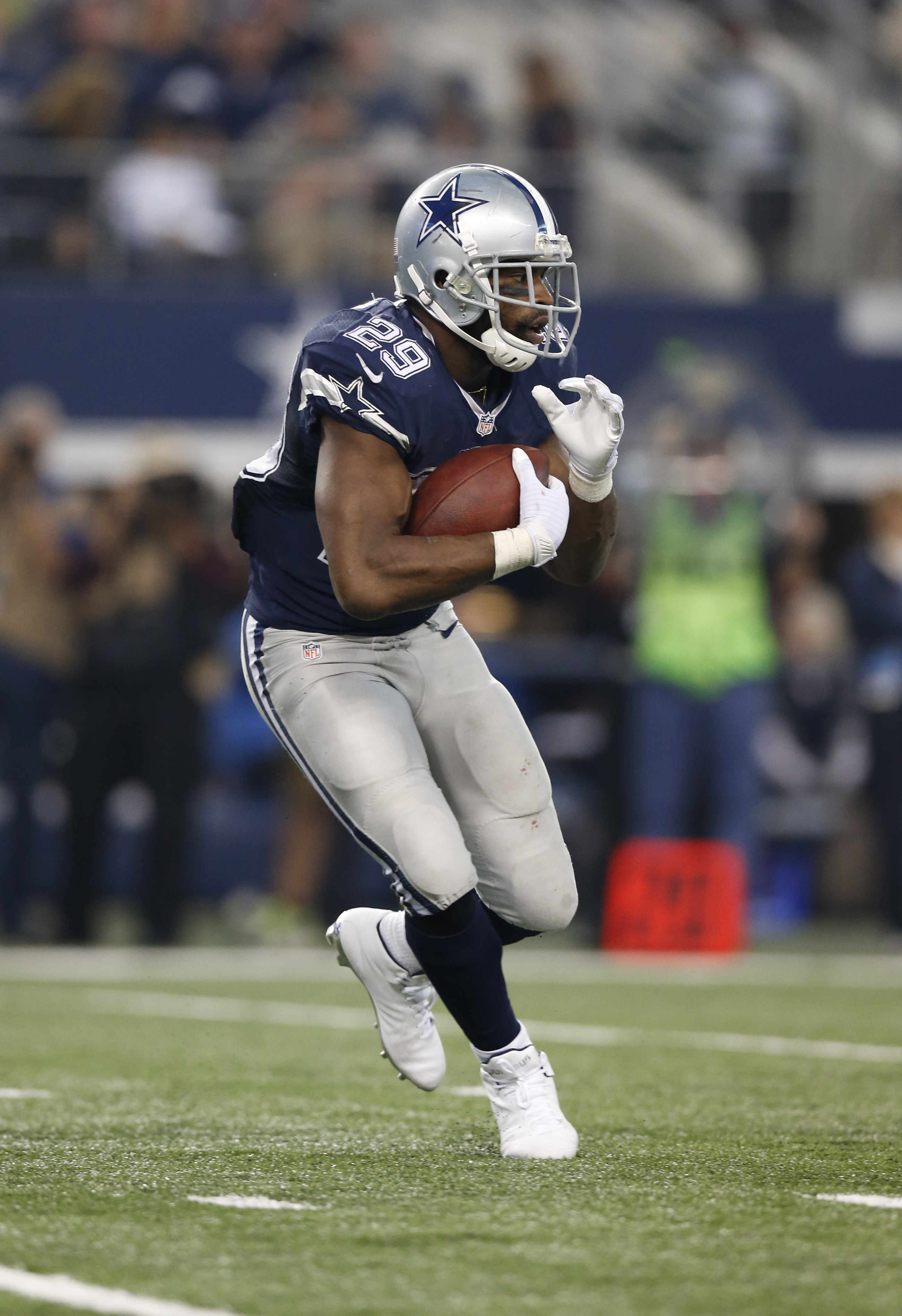 If DeMarco Murray can play, despite his broken hand, that should help Tony Romo beat the Clots.