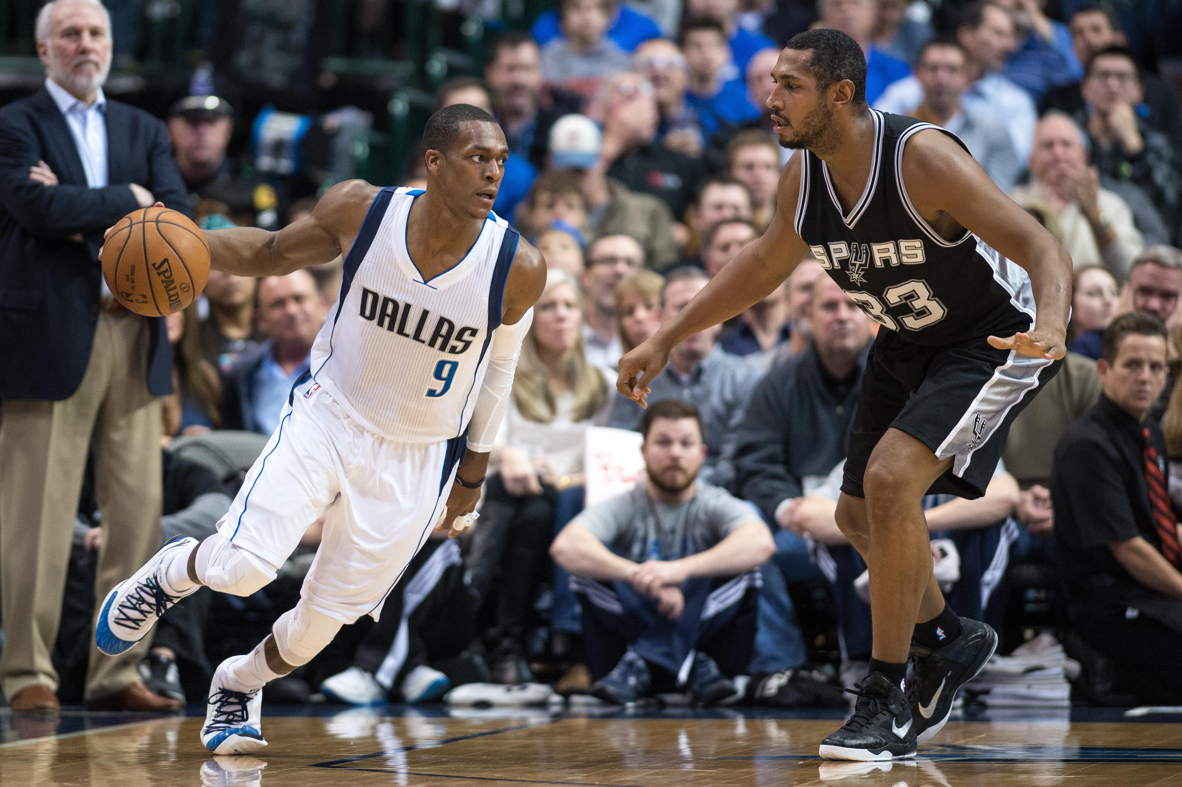 Rajon Rondo shows flashes of brilliance in debut with Mavericks