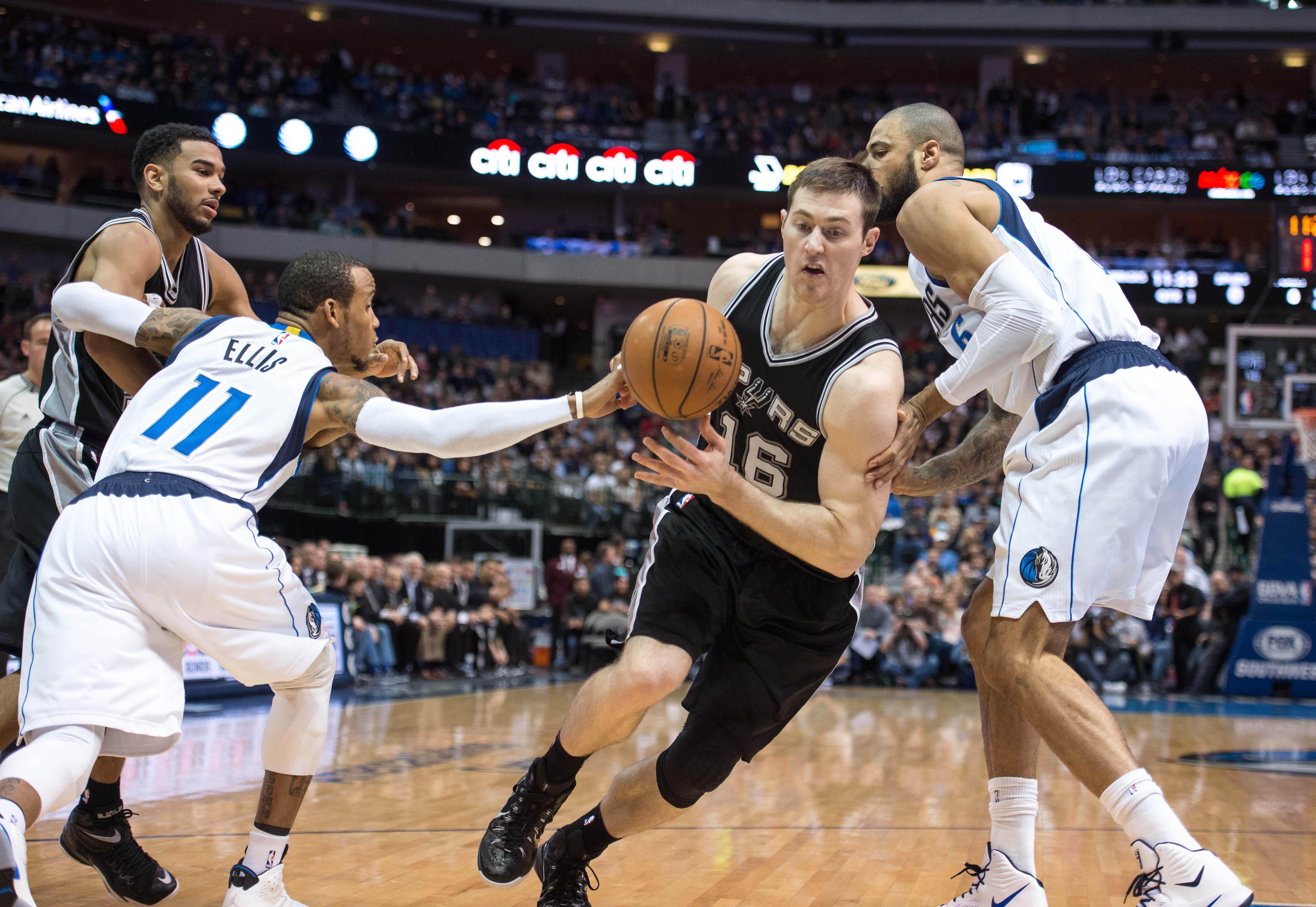 San Antonio Spurs forward Aron Baynes led the Pacific Northwest this weekend.