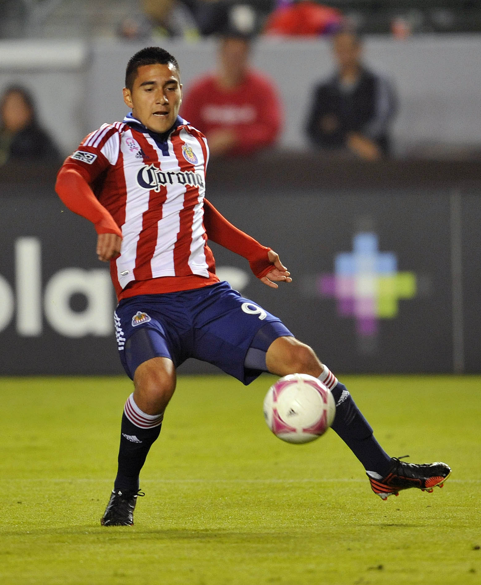 Morales in action for Chivas USA in 2013.
