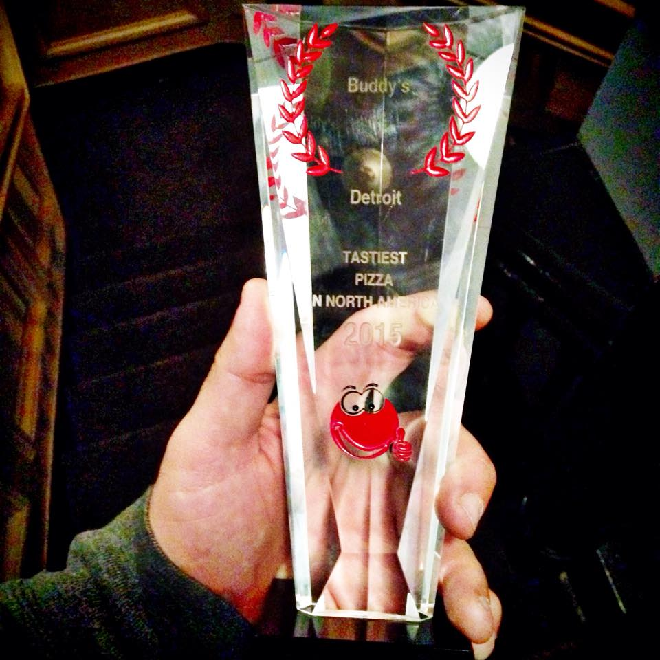 Joe Hakim of The Hungry Dudes shows of Buddy's Pizza's Chowtzer award.