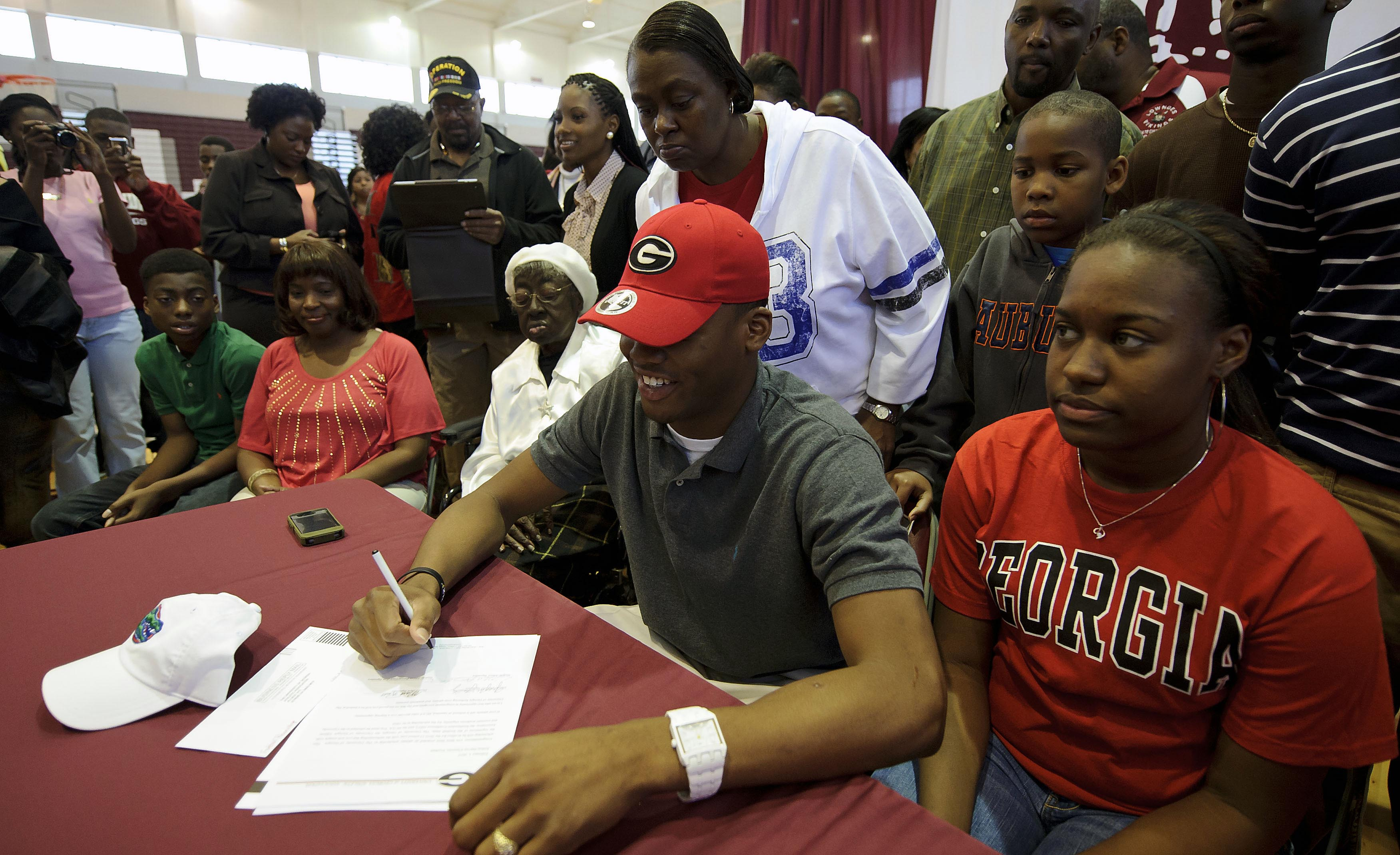 Early-signing period could be coming to college football recruiting