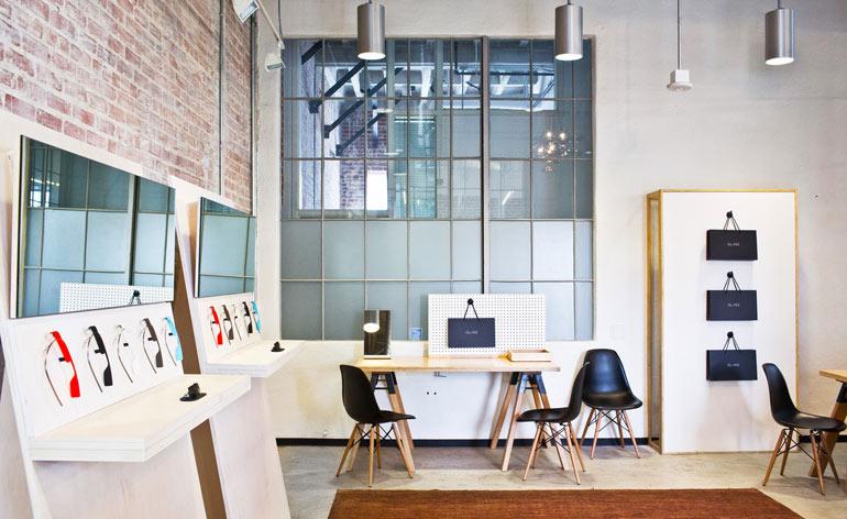 """Photo via <a href=""""http://googleglassfans.com/archives/3289/google-now-holding-glass-demos-basecamps/"""">GoogleGlassFans</a>"""