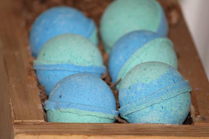 """<a href=""""http://www.durossandlangel.com/167-soaking-and-bathing#/categories-bath_bombs"""">Bath bombs</a> at D&amp;L. Image credit: <a href=""""https://www.facebook.com/pages/duross-langel/121249771240896"""">Facebook/Duross &amp; Langel</a>"""