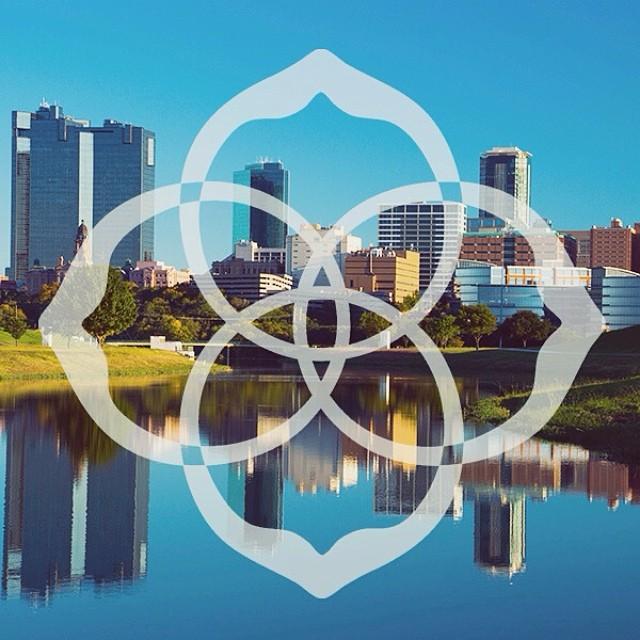 The Kendra Scott logo, dwarfing the Fort Worth skyline. Image via Kendra Scott/Instagram