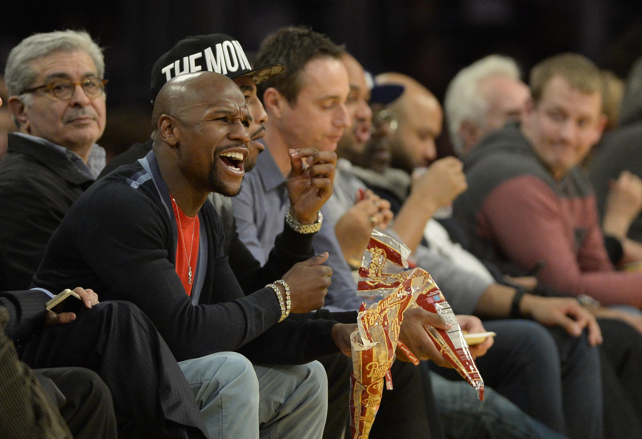 Floyd Mayweather and Matt Barnes were screaming at each other at the Clippers-Cavs game