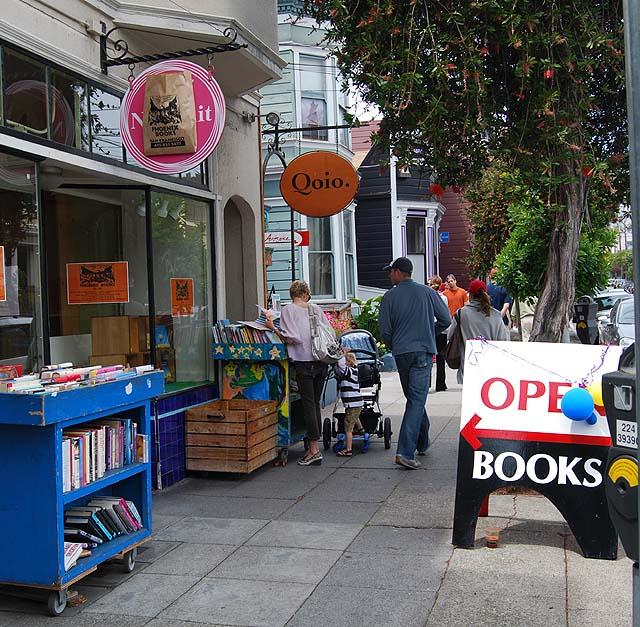 """Image via <a href=""""http://noevalleysf.blogspot.com/2013/08/for-sale-phoenix-books.html"""">Noe Valley S</a>F"""