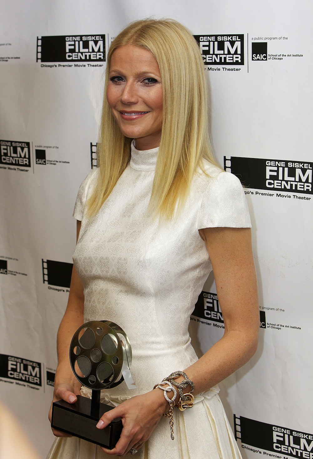 Gwyneth with her award and some Pomellato bling