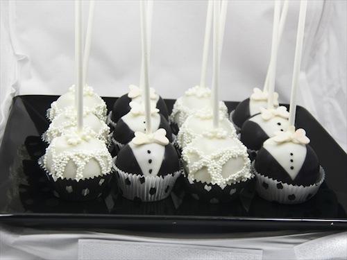 """Image via <a href=""""http://www.chicagocakepops.com/wedding-in-chicago/"""">Chicago Cake Pops</a>"""