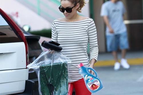 "What Lauren Conrad might look like doing laundry. LC pic via <a href=""http://www.zimbio.com/photos/Lauren+Conrad/Lauren+Conrad+collects+dry+cleaning+West+Hollywood/RZFeOEH3-fj"">zimbio.com</a>"