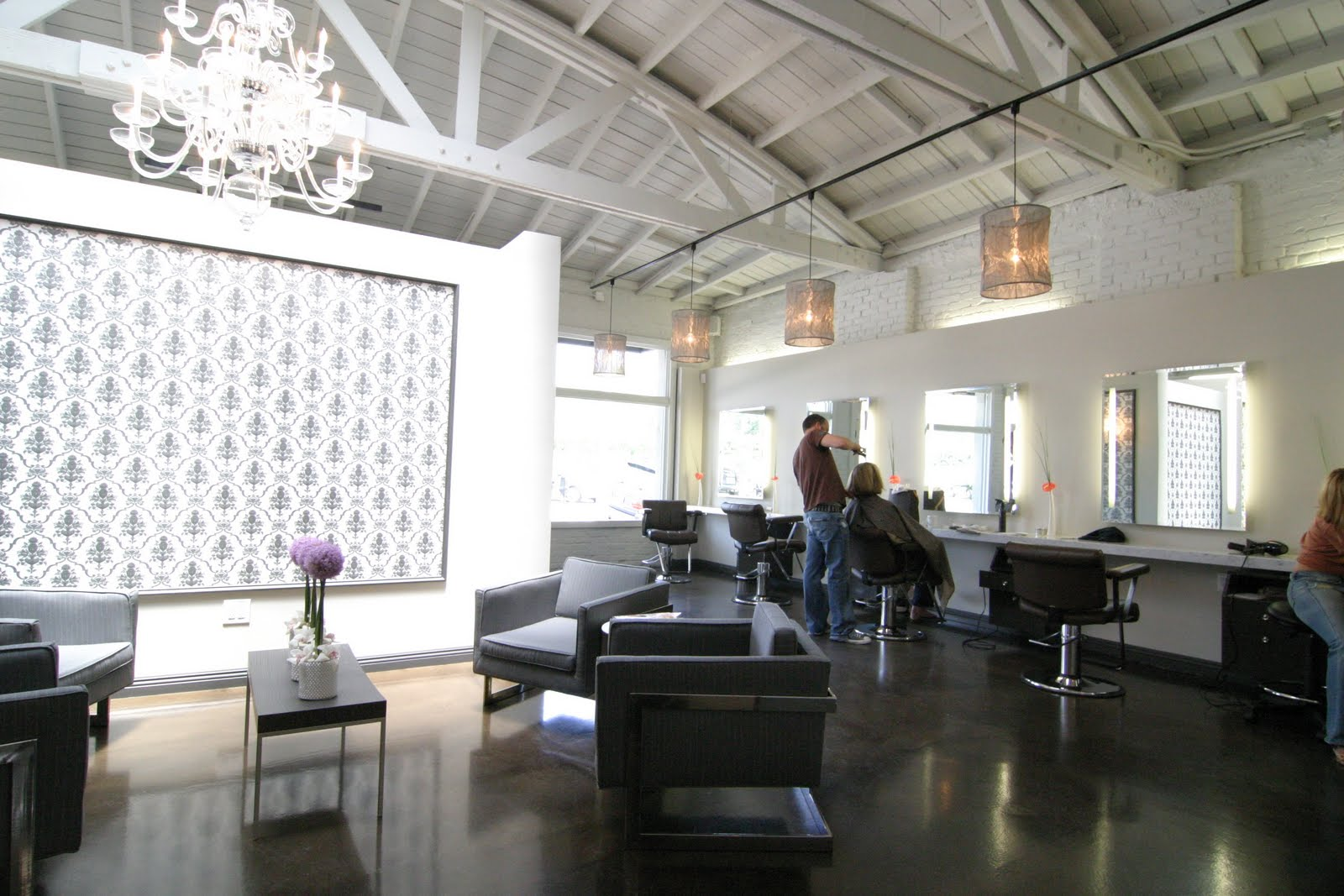 """The space, pre-makeover. Photo via <a href=""""http://celebritymakeupartistinhollywood.blogspot.com/2010/04/my-top-10-places-in-la-for-looking-and.html"""">Celebrity Makeup Artist in Hollywood</a>."""