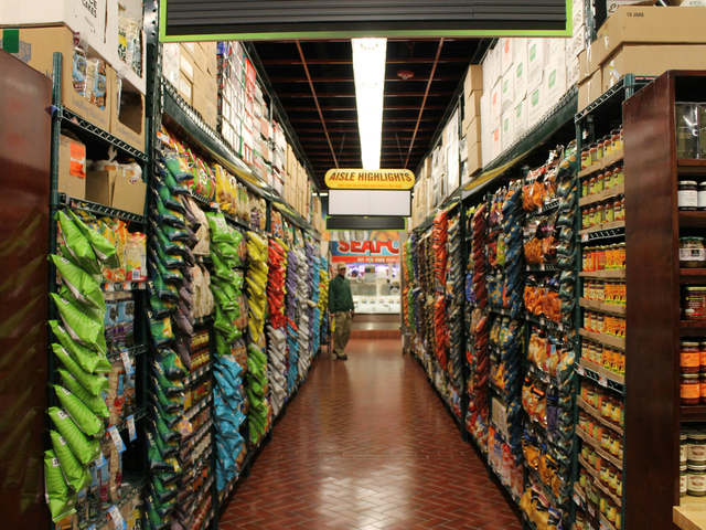 """Photo via <a href=""""http://www.dnainfo.com/new-york/20121220/kips-bay/fairway-puts-finishing-touches-on-new-kips-bay-store"""">DNAinfo</a>"""