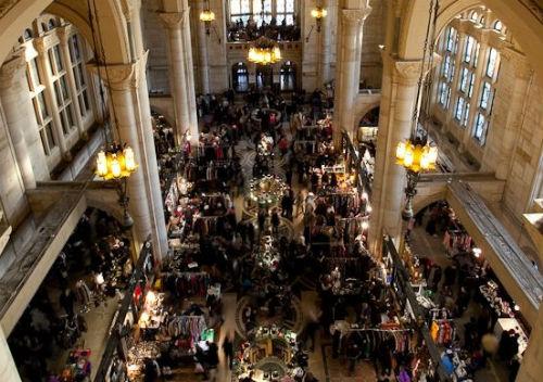 "An aerial shot via <a href=""http://www.brooklynflea.com/markets/#one-hanson-place-photos"">Brooklyn Flea</a>"