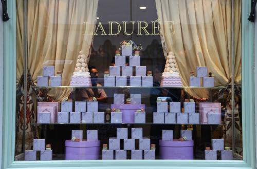 """The Madison Avenue Ladurée, via <a href=""""http://holleeanne.blogspot.com/2011/09/laduree-on-madison.html"""">Hollee Anne</a>"""