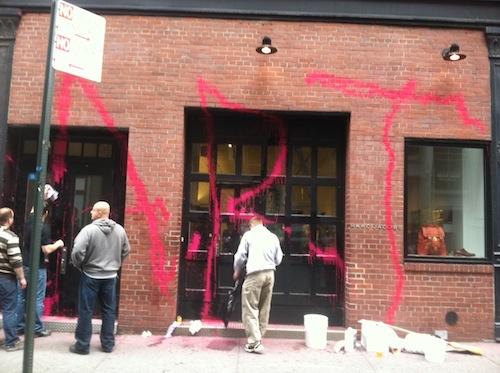 "Image via <a href=""http://vanishingnewyork.blogspot.com/2012/05/marc-jacobs-attacked.html"">Jeremiah's Vanishing New York</a>"