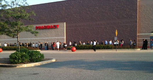 """The line outside the Jersey City Target this morning via <a href=""""http://twitter.com/#!/eye_heart/status/113591054976036864"""">eye_heart</a>/Twitter"""