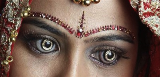 """Baby, your eyes are like diamonds..."" ""Like Schmike, my eyes ARE diamonds..."" Image via <a href=""http://jezebel.com/5828018/diamond-contact-lenses-test-girls-tolerance-for-best-friend"">Jezebel</a>."