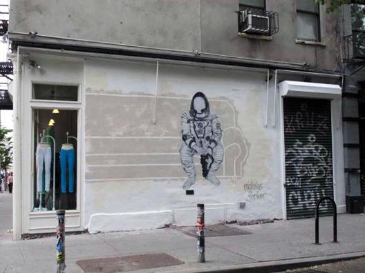 "Image via <a href=""http://www.boweryboogie.com/2011/05/nicholas-forker-paints-rag-bone-mural/?utm_source=feedburner&amp;utm_medium=feed&amp;utm_campaign=Feed%3A+BoweryBoogieALowerEastSideChronicle+%28Bowery+Boogie%29&amp;utm_content=Google+Reader"">B"