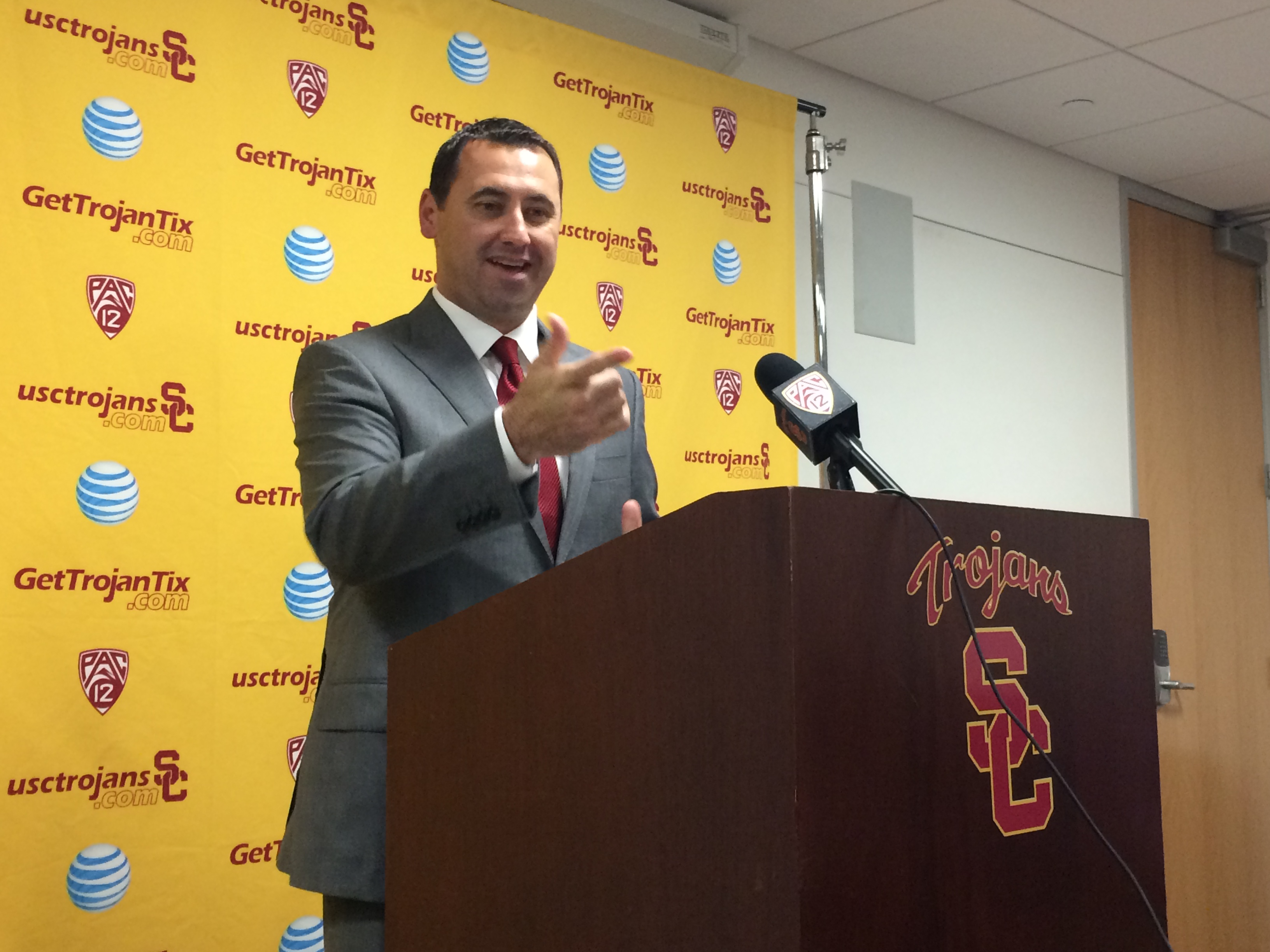 Coach Sarkisian dressed the part for success.