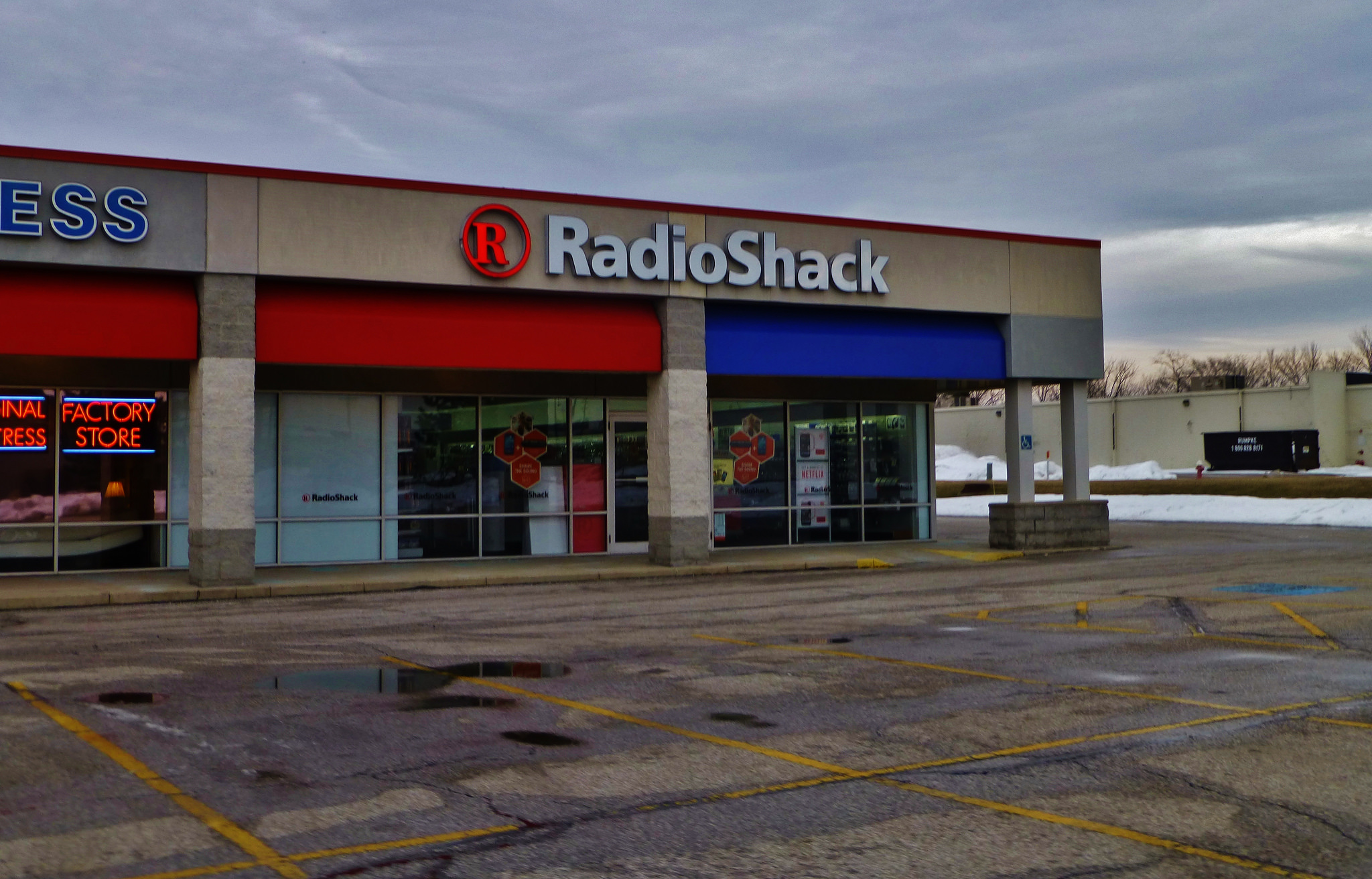 RadioShack will close over 1,700 stores following bankruptcy filing