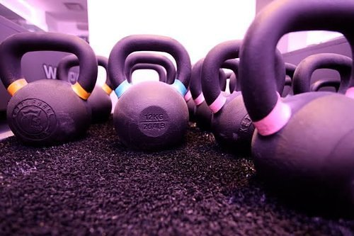 18 Healthy New Year's Resolutions From Gym Owners & Trainers