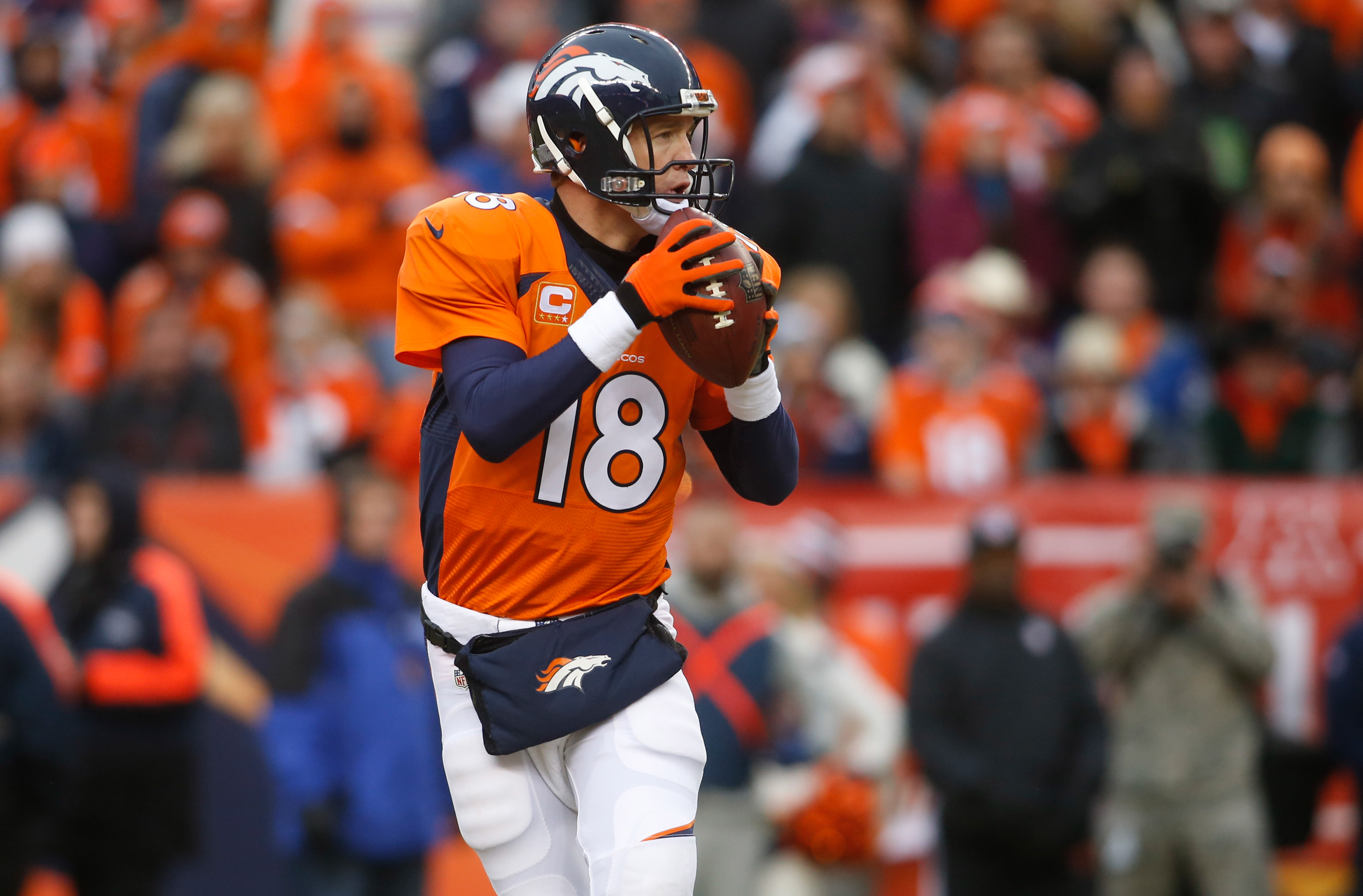 Peyton Manning working with Broncos to restructure contract, per report