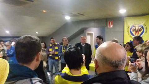 Sr. Llaneza addresses the APV (grouping of Villarreal supporters' clubs)