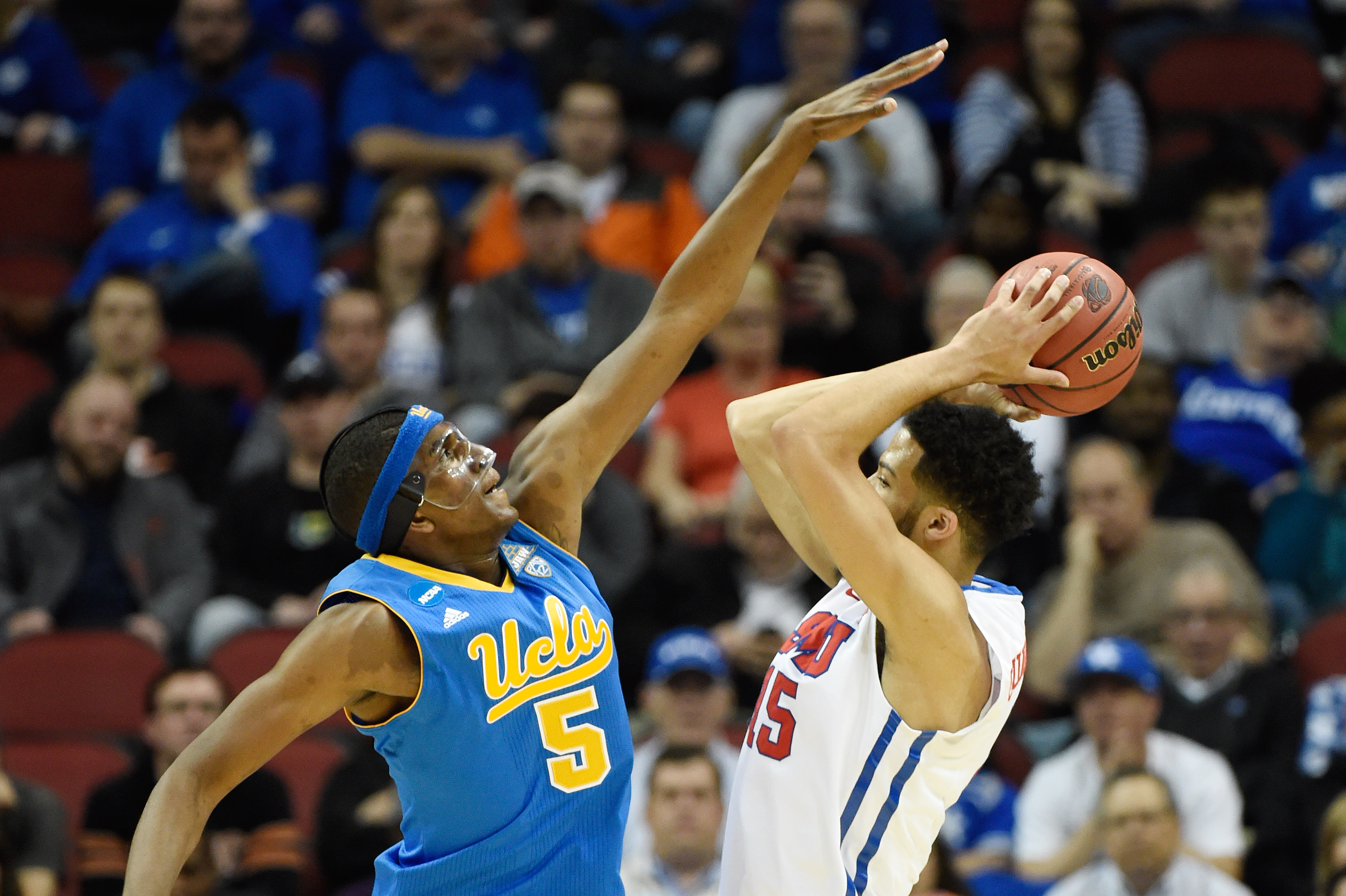 Milwaukee native Kevon Looney leads UCLA against second-seeded Gonzaga