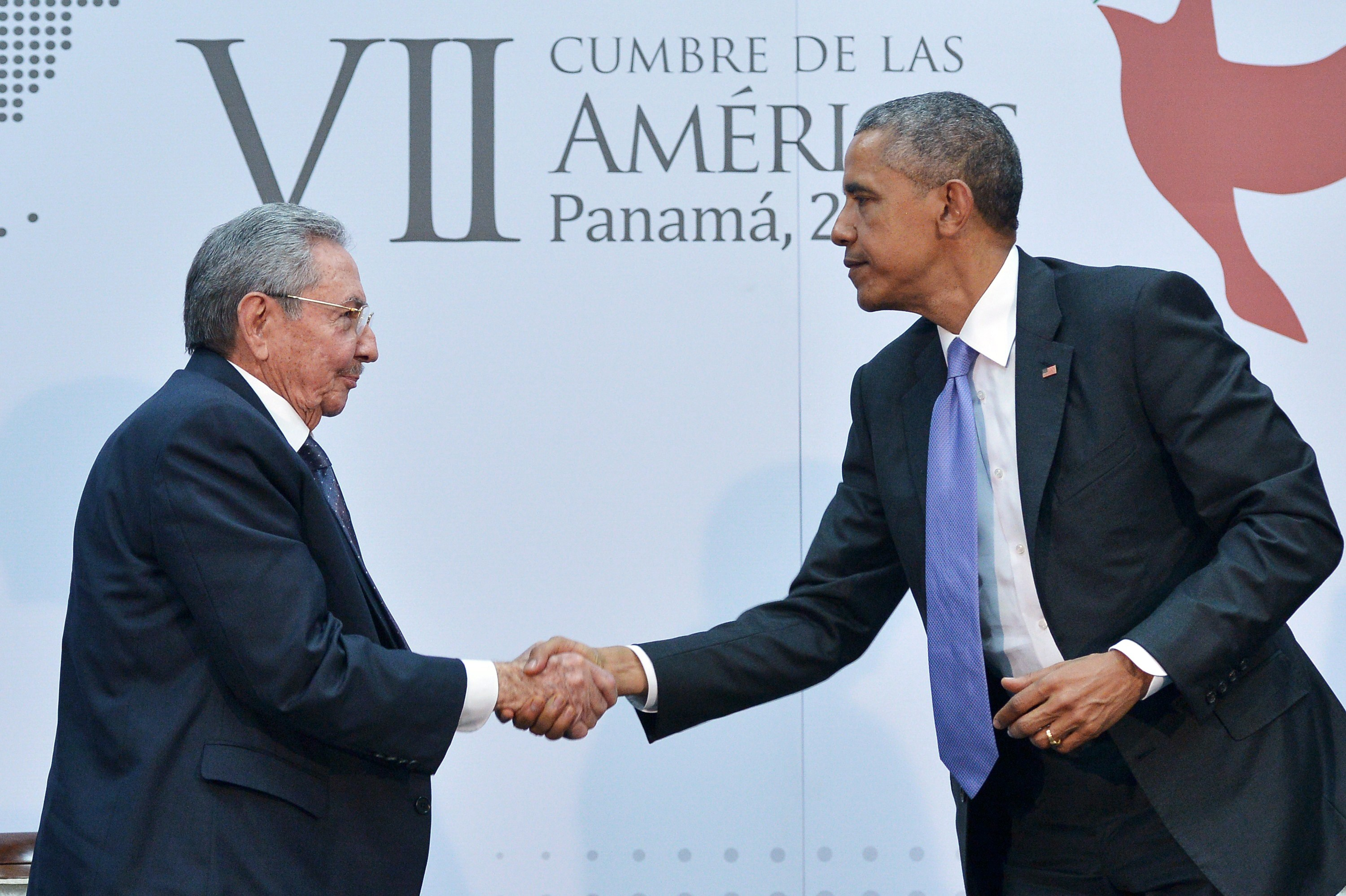 Raoul Castro and Barack Obama shake hands at the Summit of the Americas.