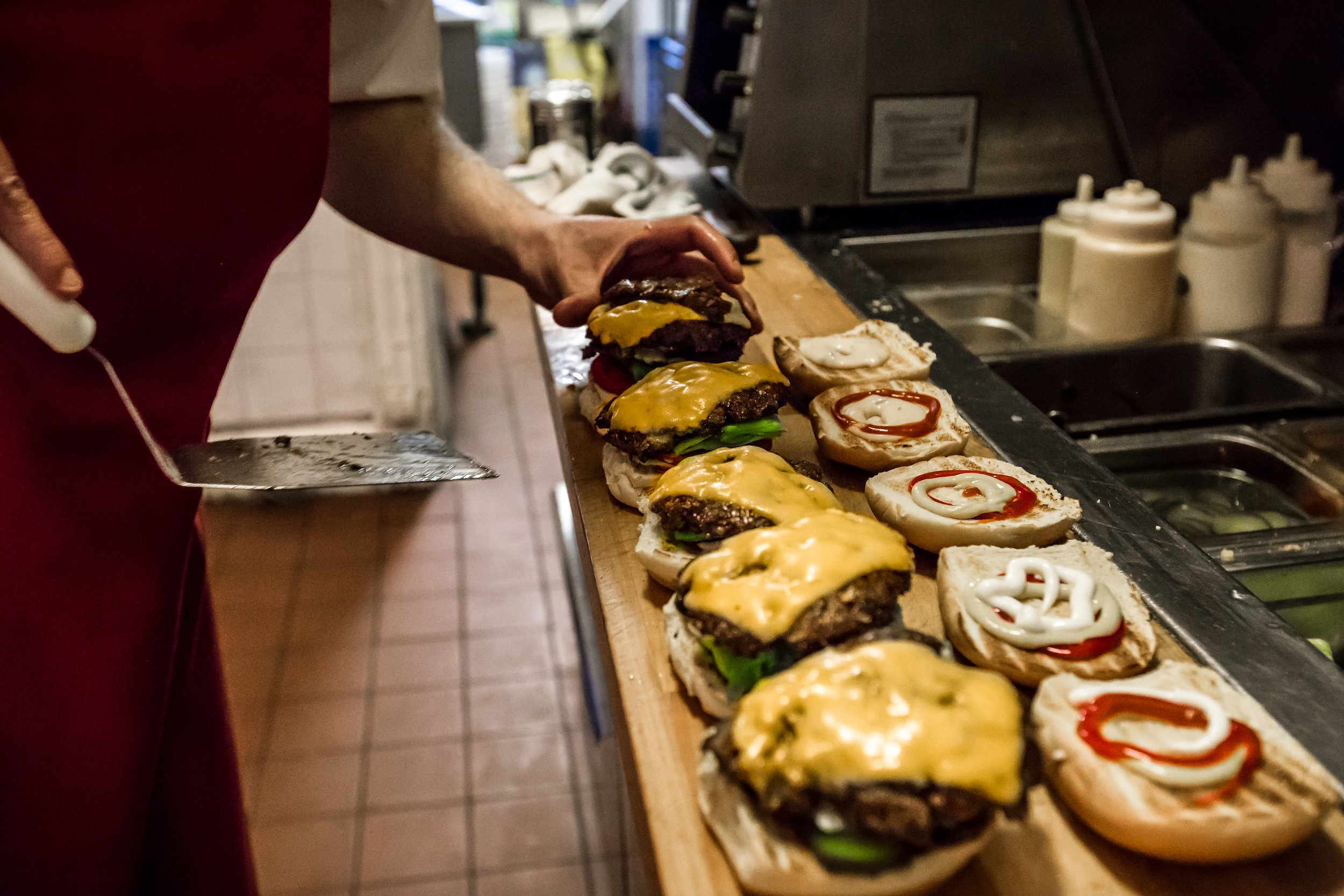 Burgers assembly line at Uniburger