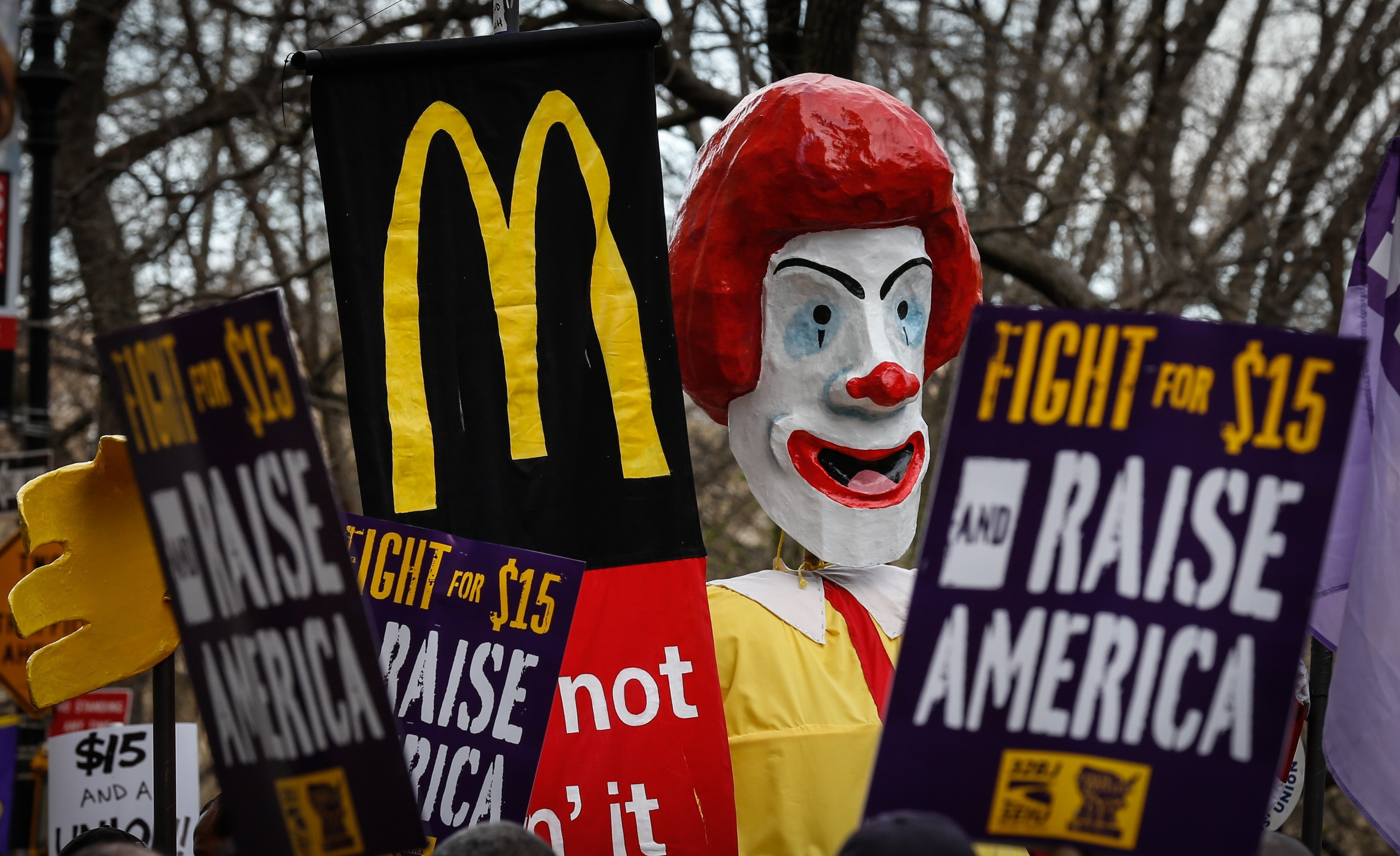 Hillary Clinton Backs 'Fight for 15' and Underpaid Fast Food Workers