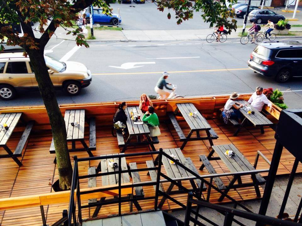 Kabinet/Datcha's terrasse on Laurier