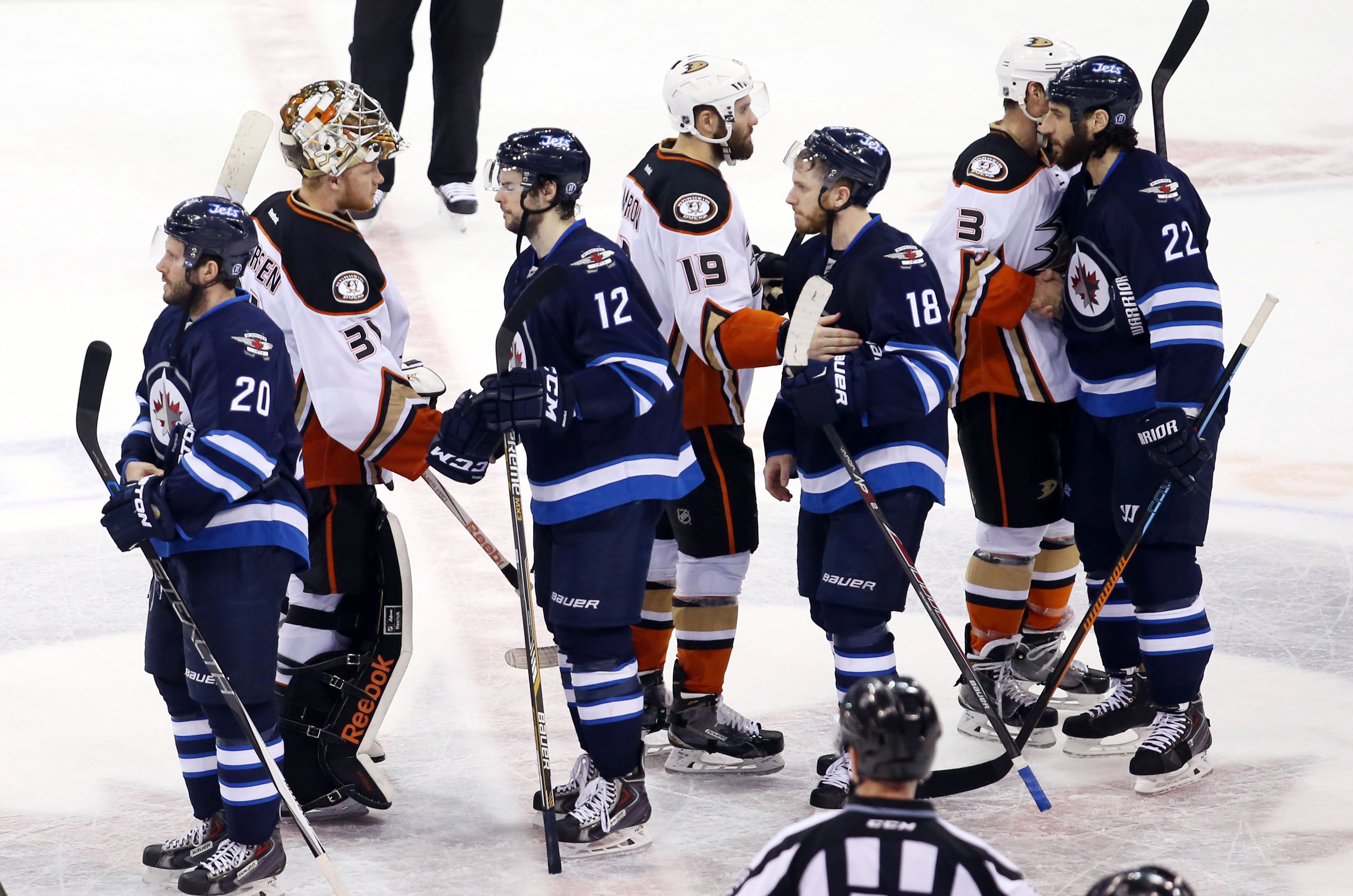 2015 NHL playoff scores: Anaheim eliminates Winnipeg, Pittsburgh on the brink