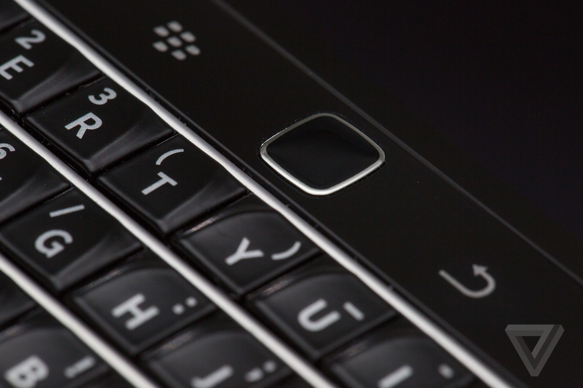 T-Mobile and BlackBerry end awkward feud with launch of BlackBerry Classic