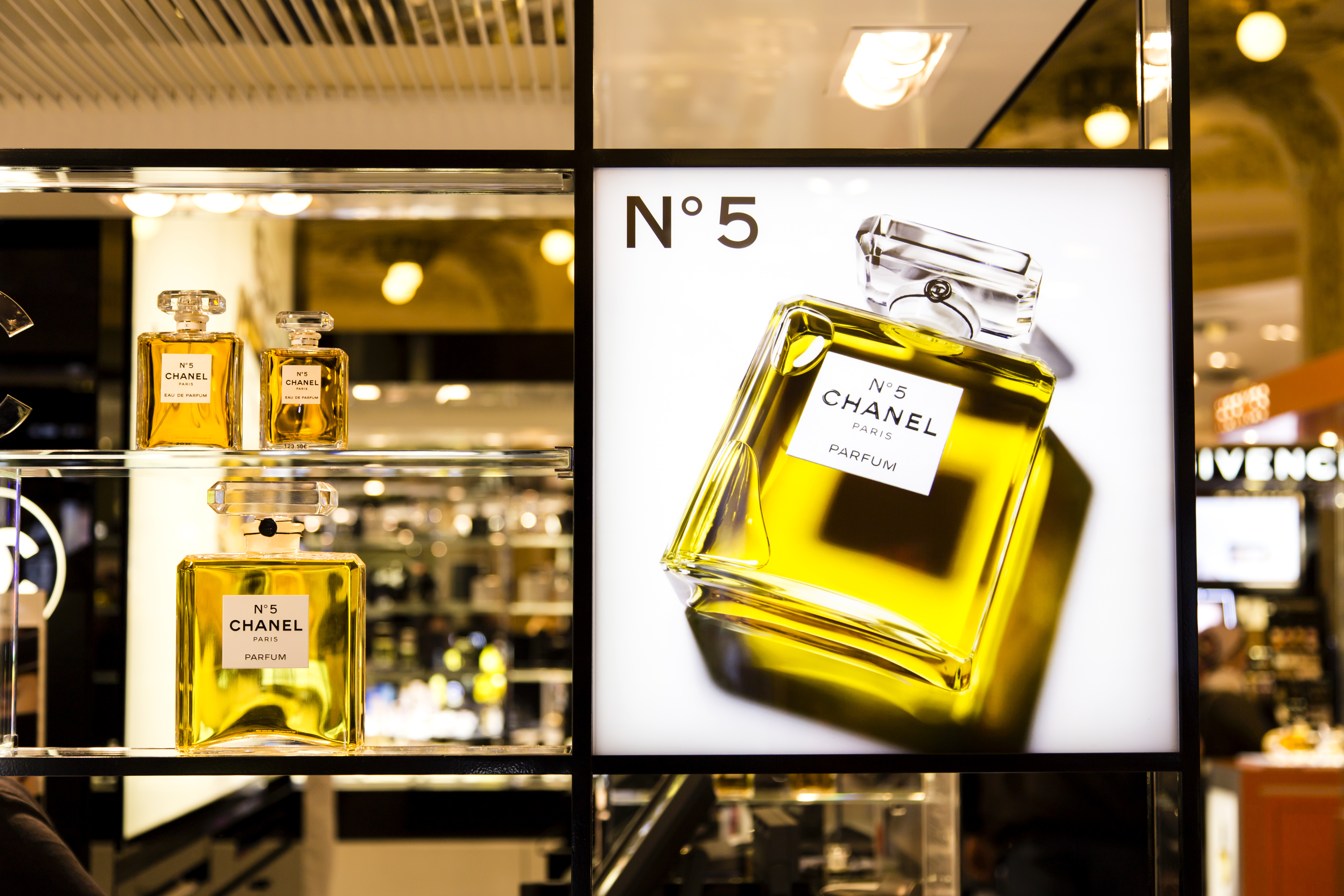 Racked Ny Archives Pop Up Shops Page 3 Parfum Mafia Chanel Douses The High Line In No 5