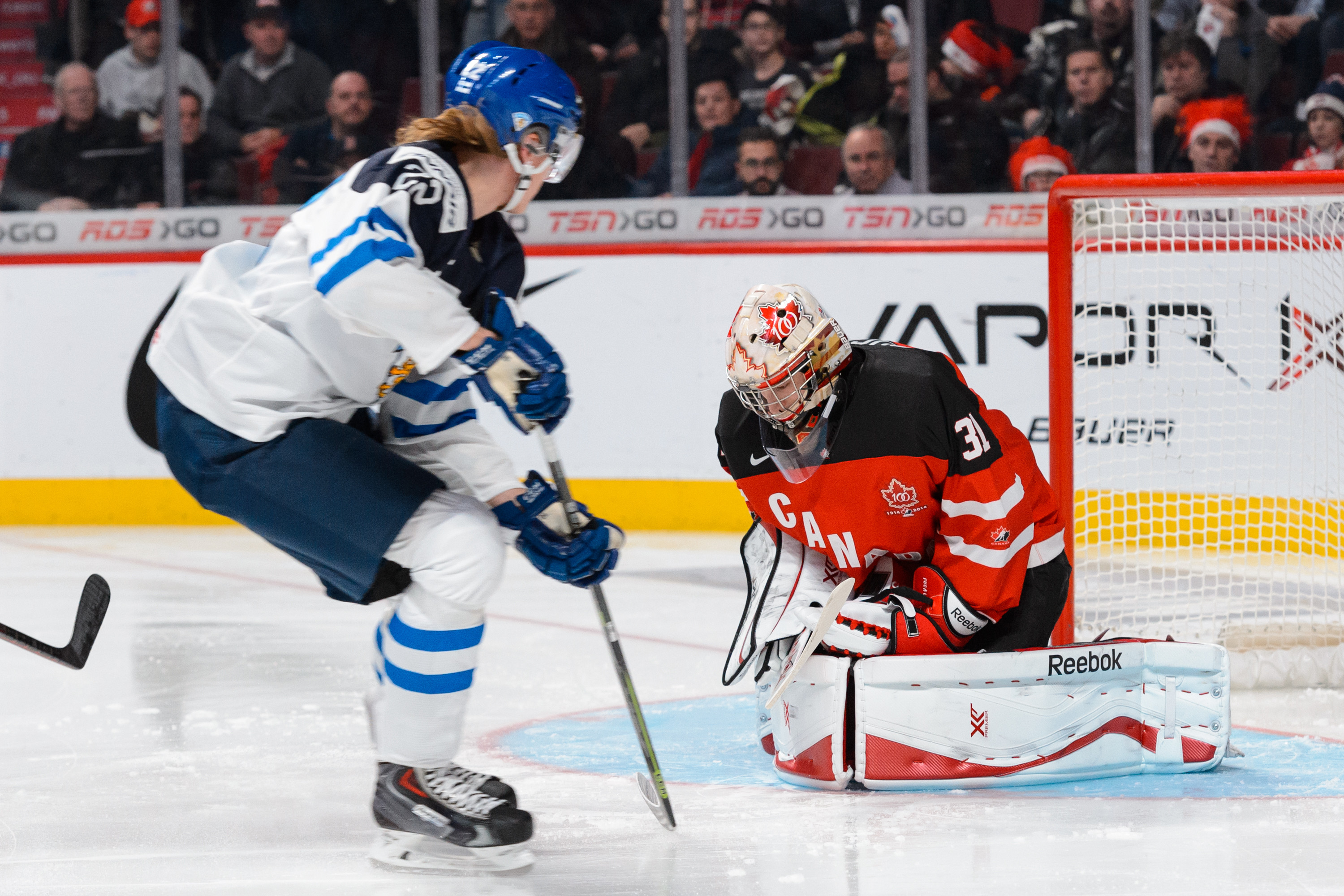Roope Hintz getting a shot on Zach Fucale, a Montreal prospect.