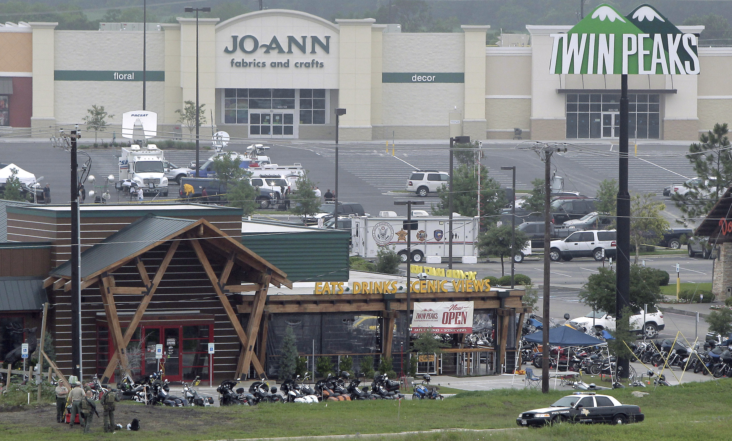 Twin Peaks Files Suit Against Waco Operators; Olive Garden's Food Truck Hits the Road
