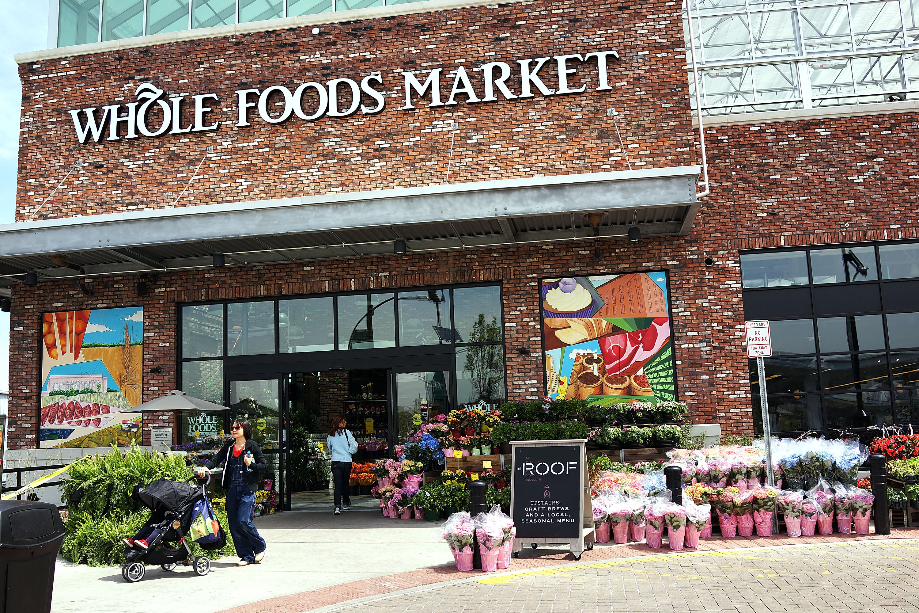 365 by Whole Foods Market Is the New Grocery Store for Broke People