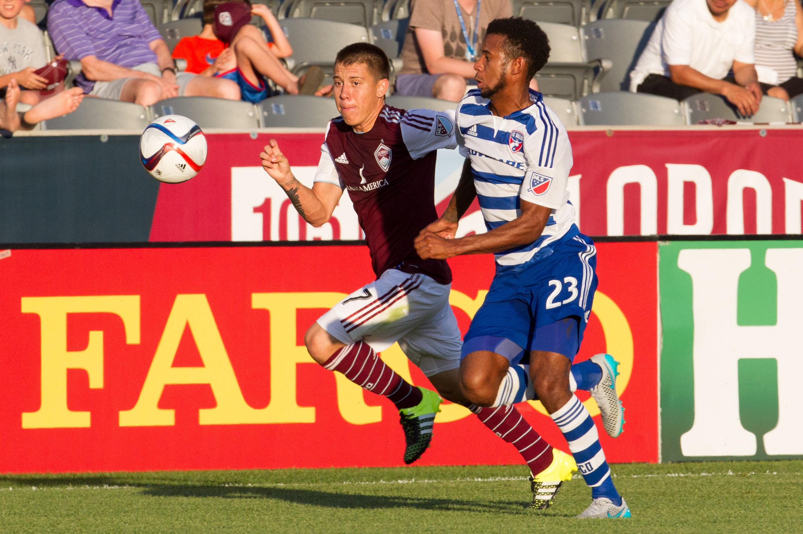 Colorado Rapids Dillon Serna outracing FC Dallas player Kellyn Acosta.