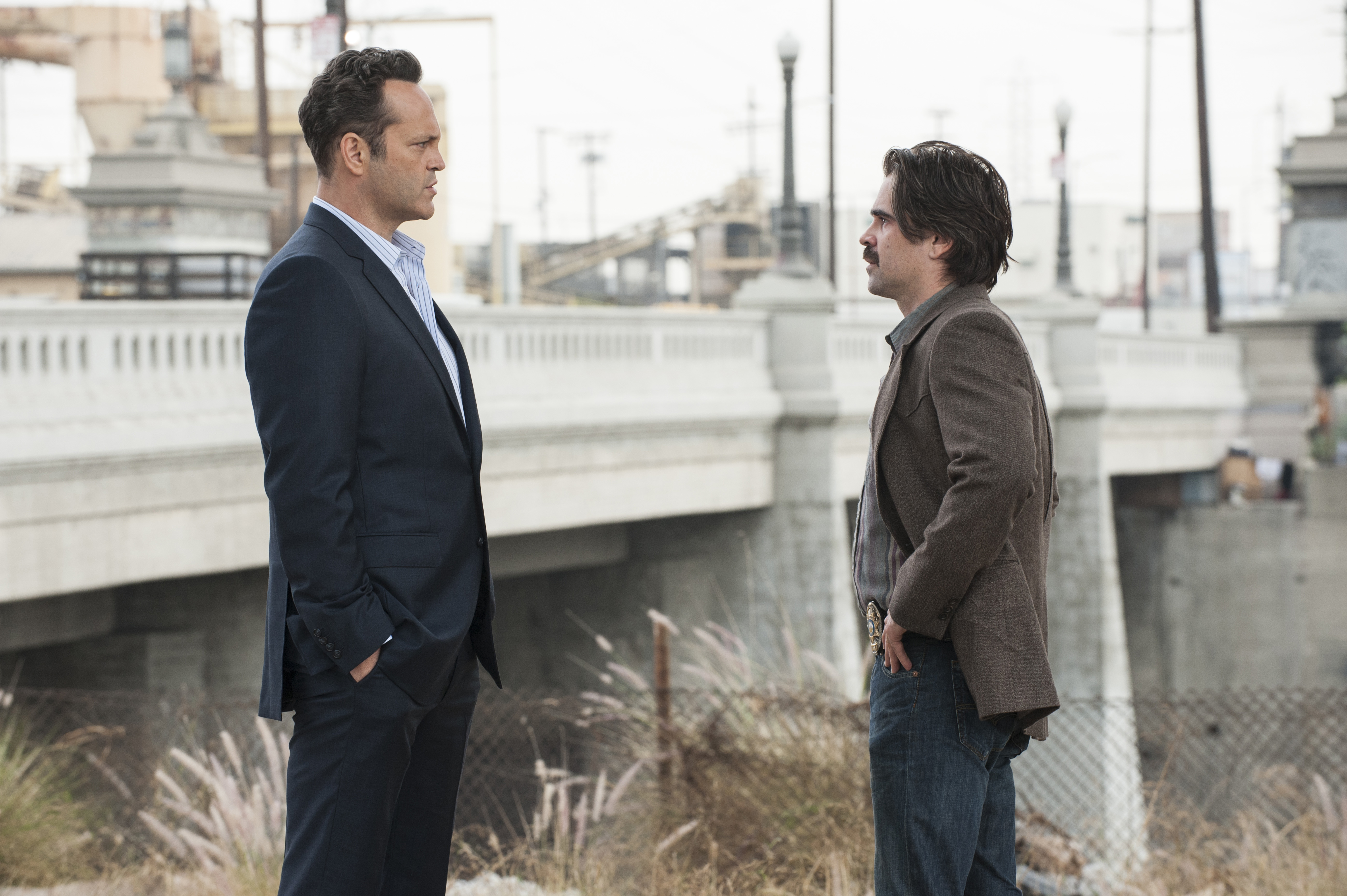 Frank (Vince Vaughn) and Ray (Colin Farrell) have a quick meeting to discuss who's in whose pocket.
