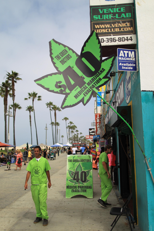 Study: medical marijuana may literally save lives