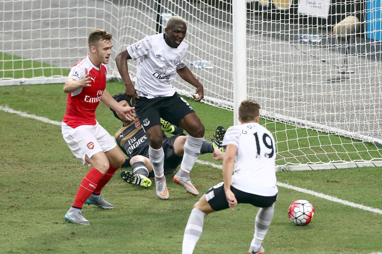 Arouna Kone fails to convert an early chance against Arsenal.