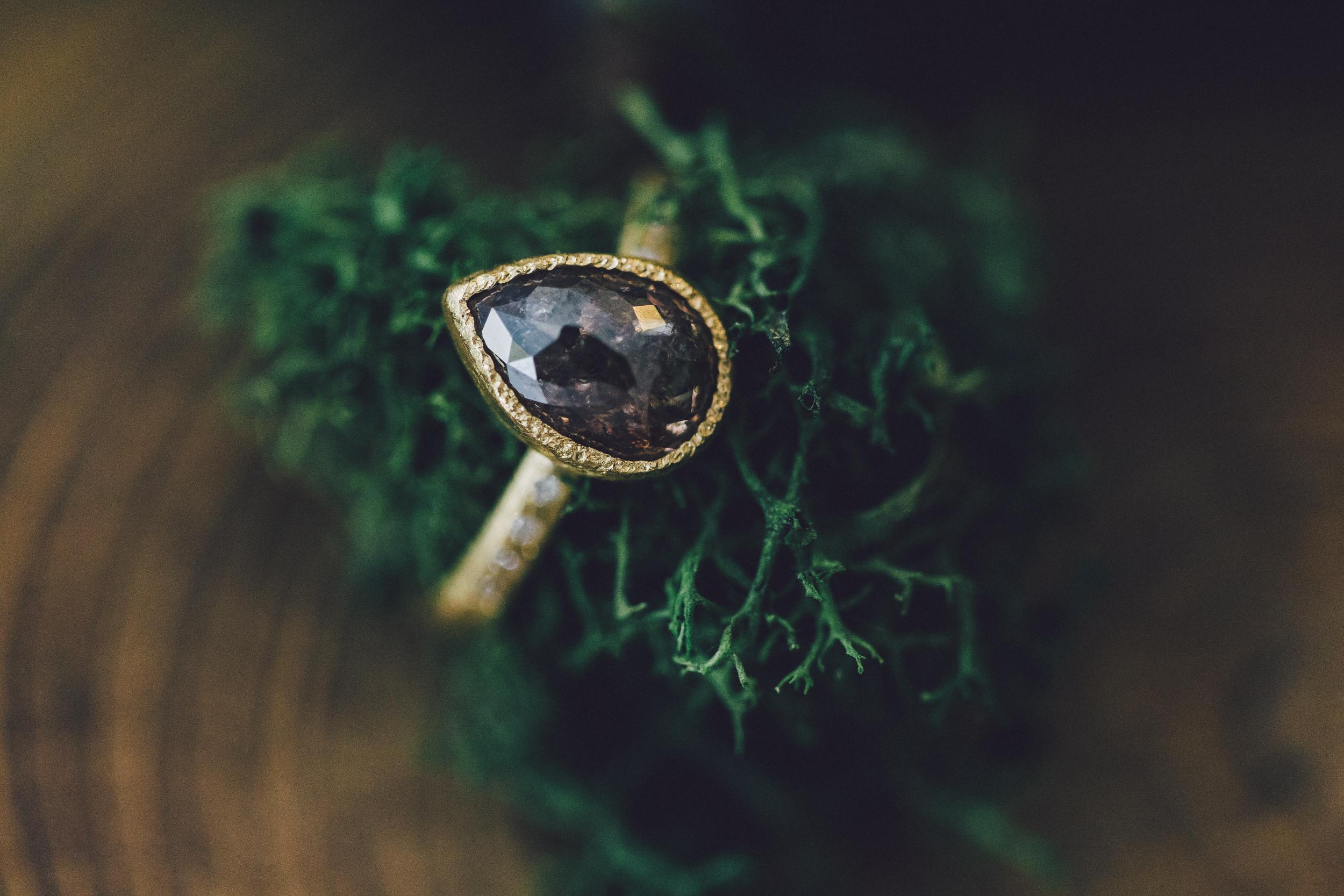 The Williamsburg Jeweler Marketing Natural Diamonds to Alt Brides