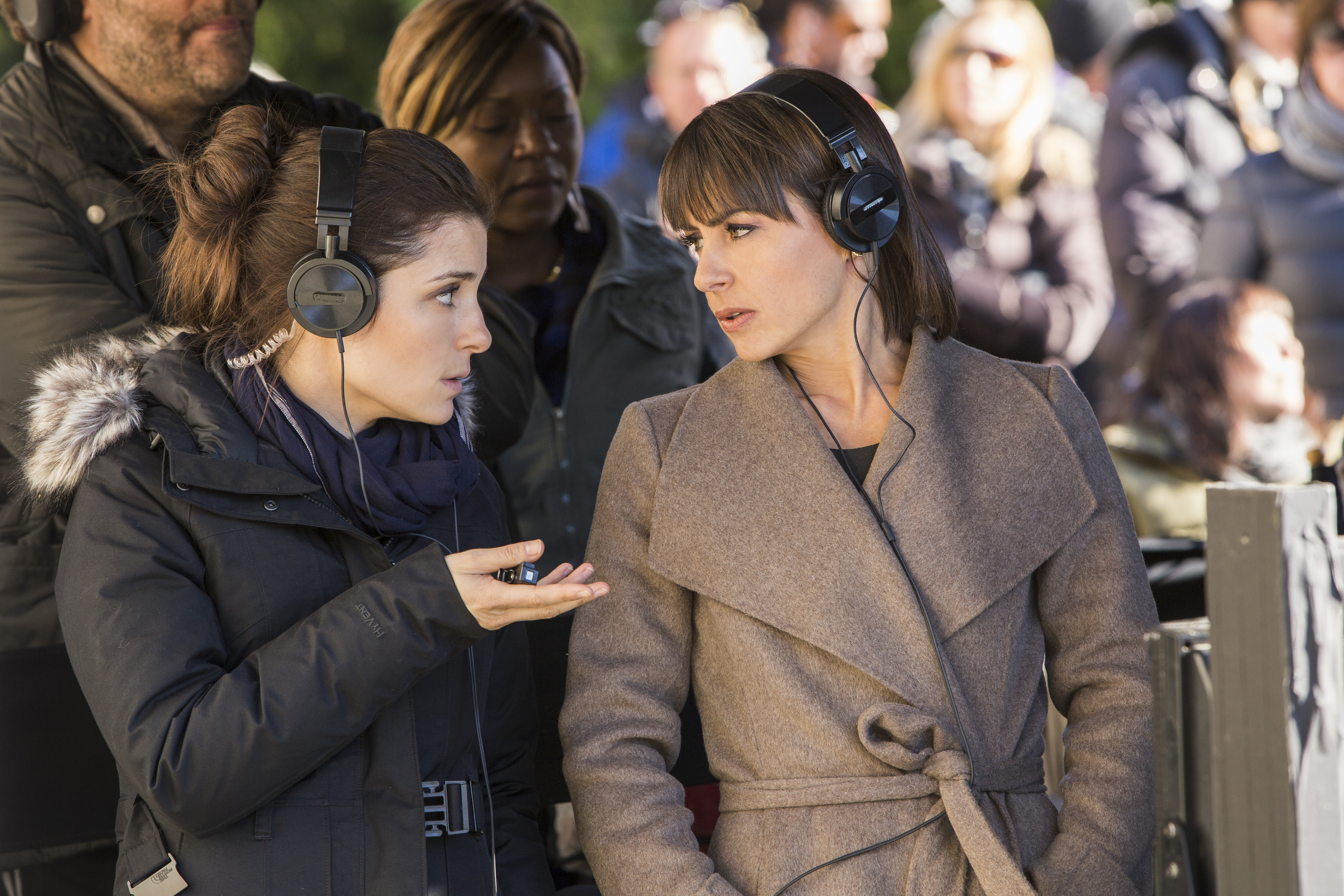 Rachel (Shiri Appleby) and Quinn (Constance Zimmer) make the calls on UnReal's fictional reality show.