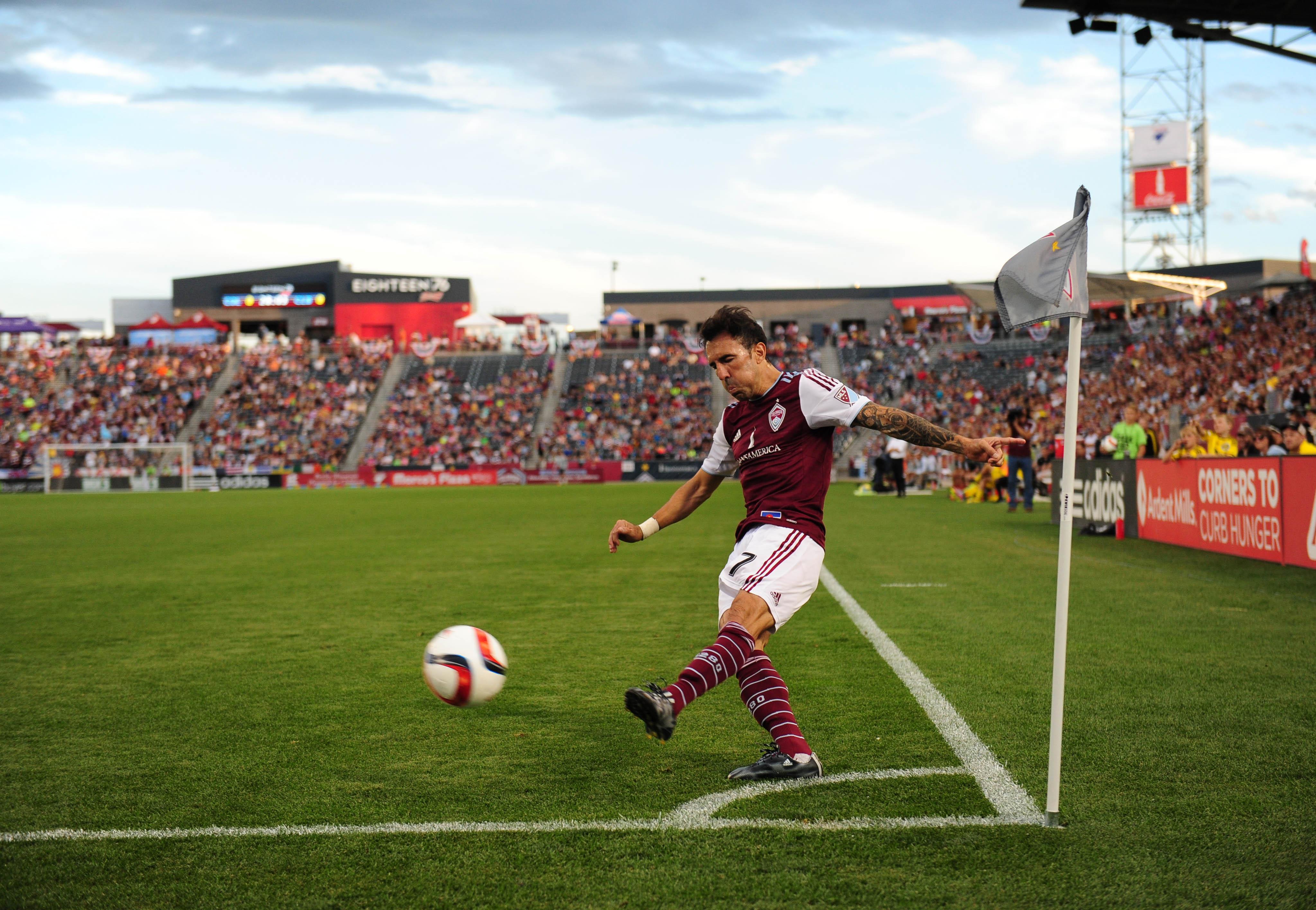 Vicente Sanchez taking one of his 10 corner kicks versus the Columbus Crew.