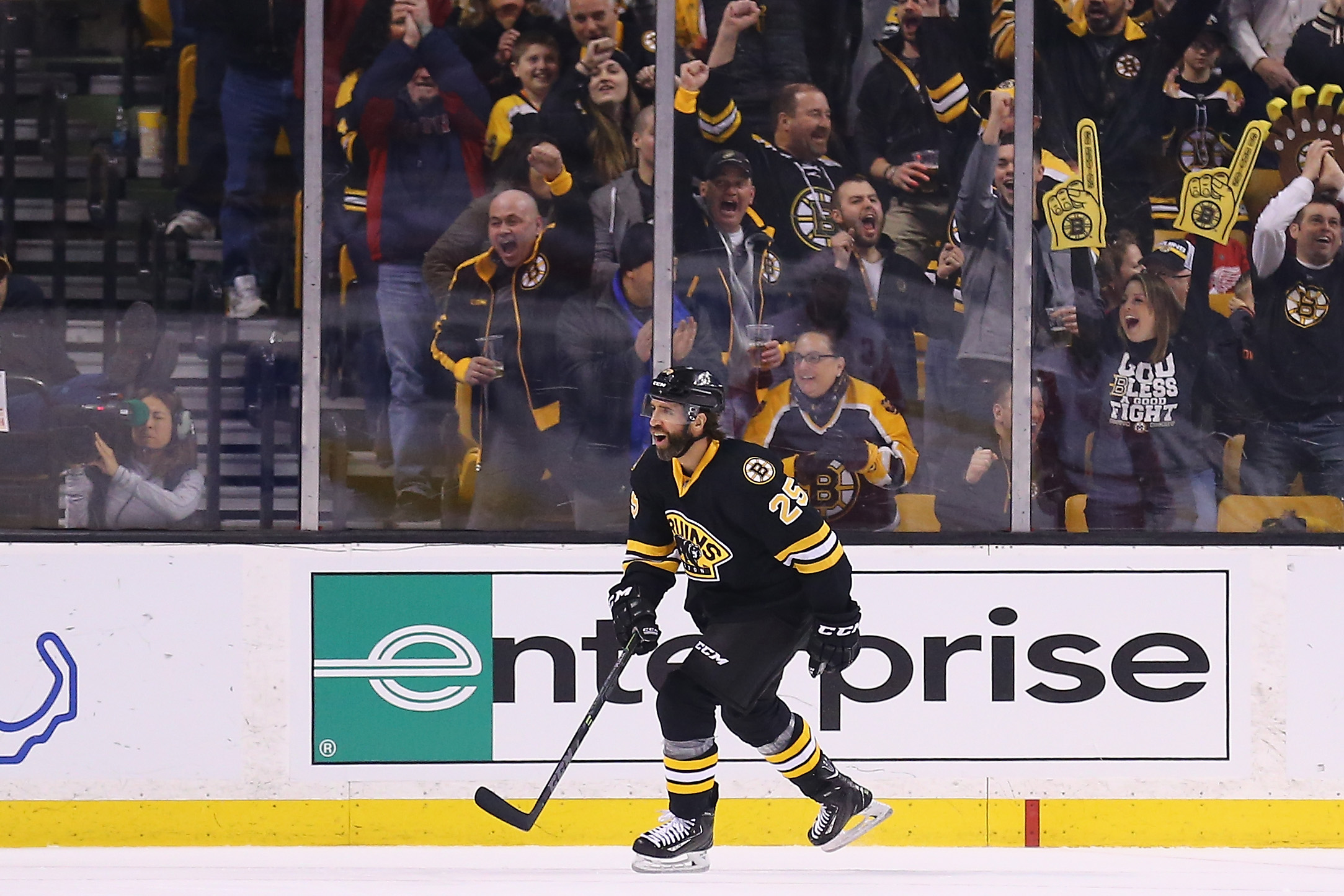 Getting the assist- Max Talbot