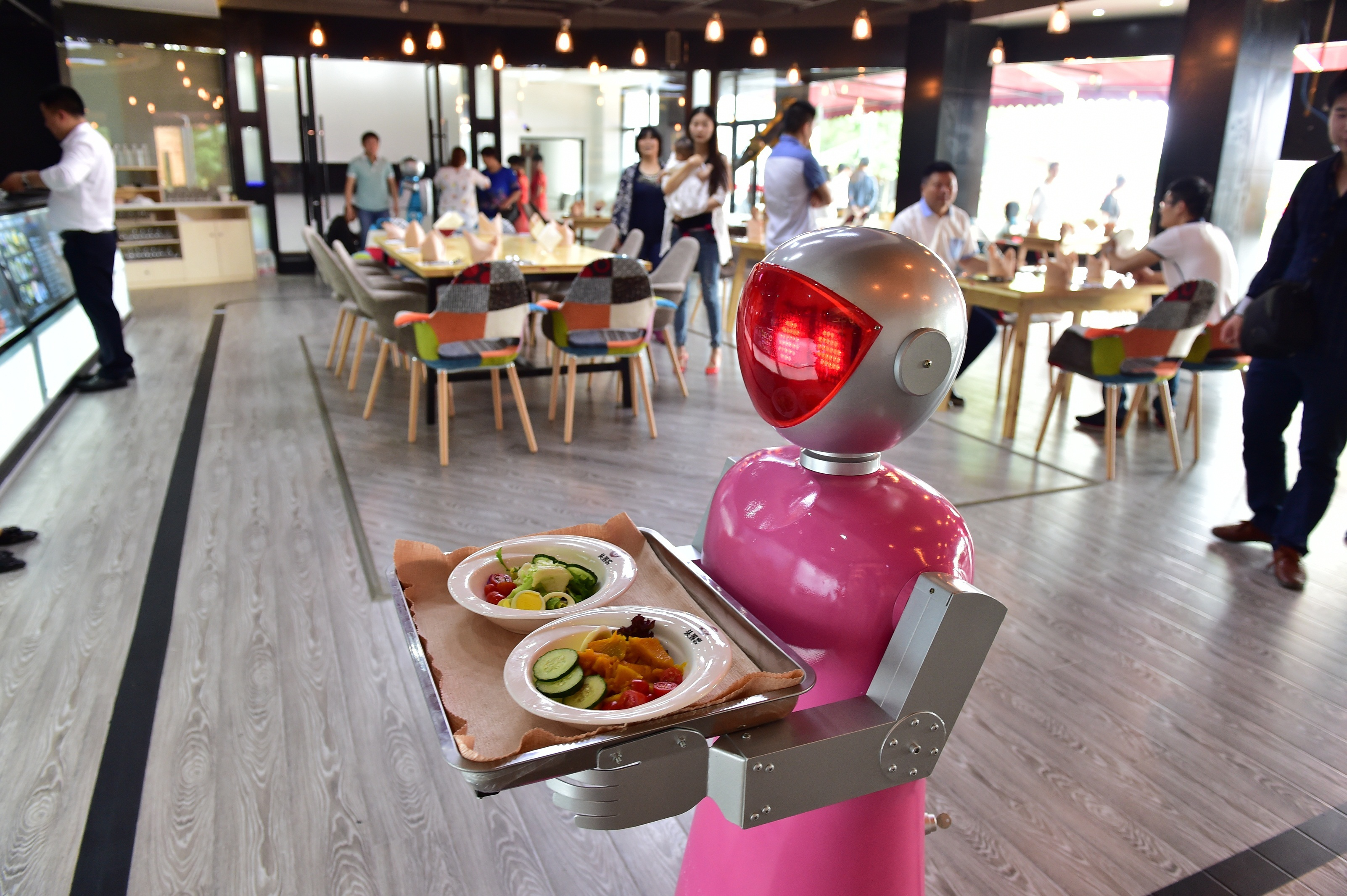 Will Rising Wages Lead to Restaurants Full of Robots?
