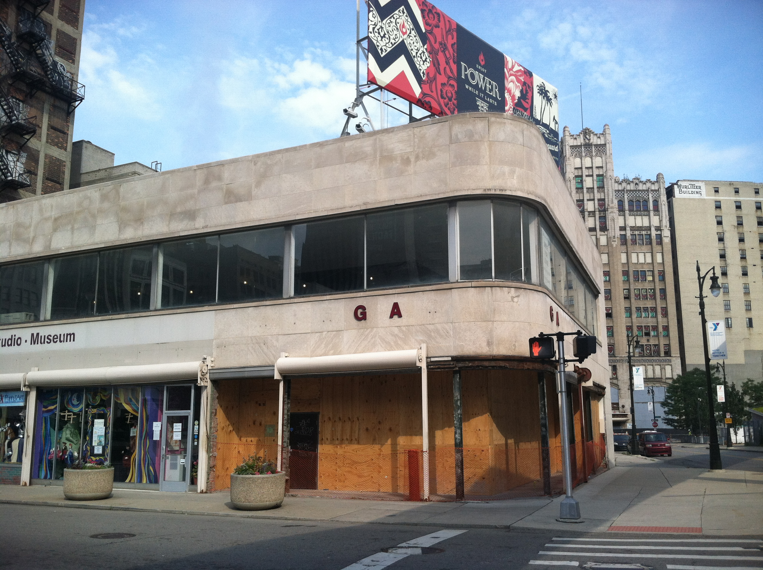The former Biegas Gallery is expected to house a neighborhood bar a la The Bronx.