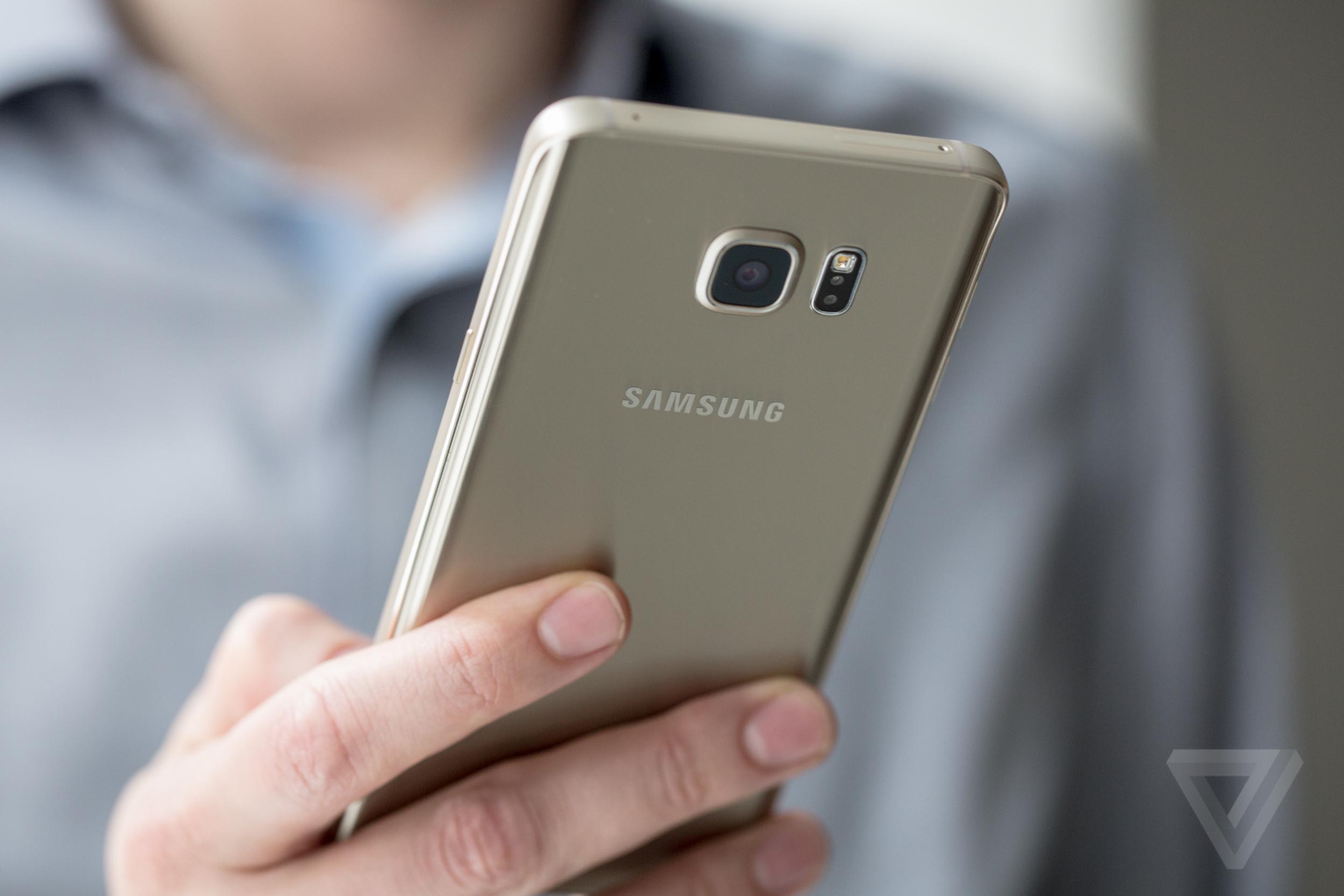 Camera comparison  Galaxy Note 5 vs iPhone 6 Plus aac4c33f1e9